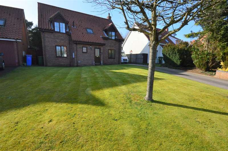 4 Bedrooms Detached House for sale in Lakeside, Primrose Valley, Filey, YO14 9RJ
