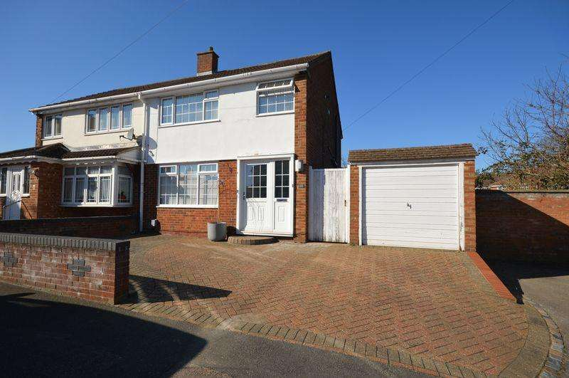 3 Bedrooms Semi Detached House for sale in Ashfield Way, Luton
