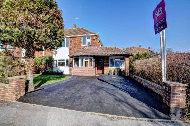 4 Bedrooms Semi Detached House for sale in Southwood Road, Cookham
