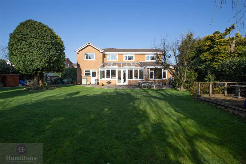 5 Bedrooms Detached House for sale in Crombouke Drive, Leigh
