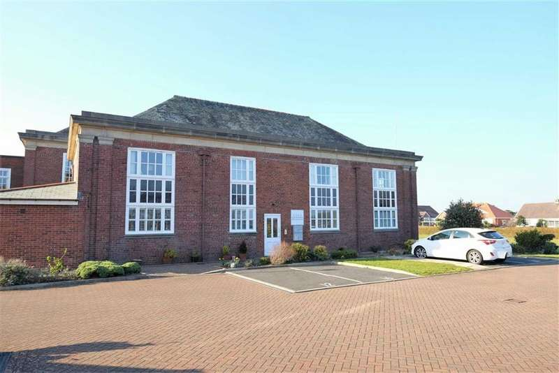 2 Bedrooms Apartment Flat for sale in Queens Manor, Bailey Avenue, Lytham St Annes