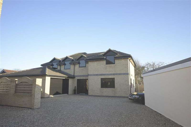 4 Bedrooms Detached House for sale in Carroway Close, Bridlington, YO16