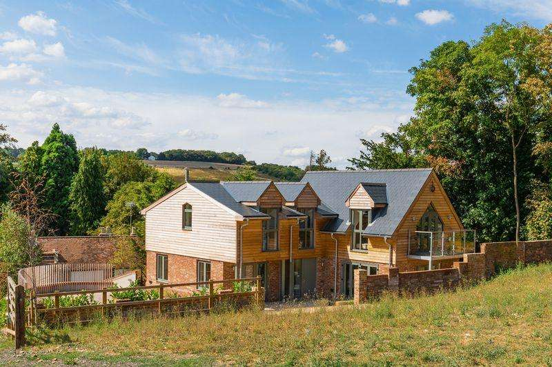 3 Bedrooms Detached House for sale in Wooburn Green - Enjoy beautiful views every day