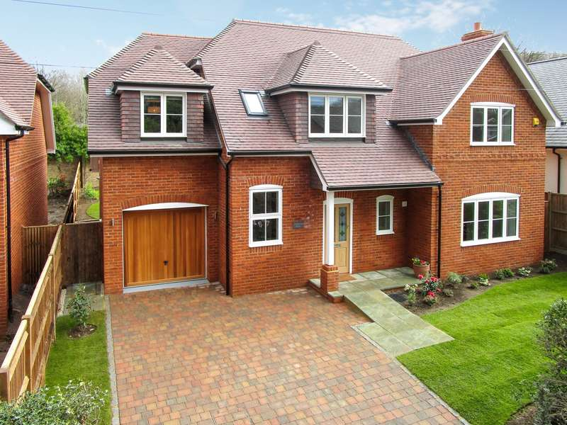 5 Bedrooms Detached House for sale in Ottershaw