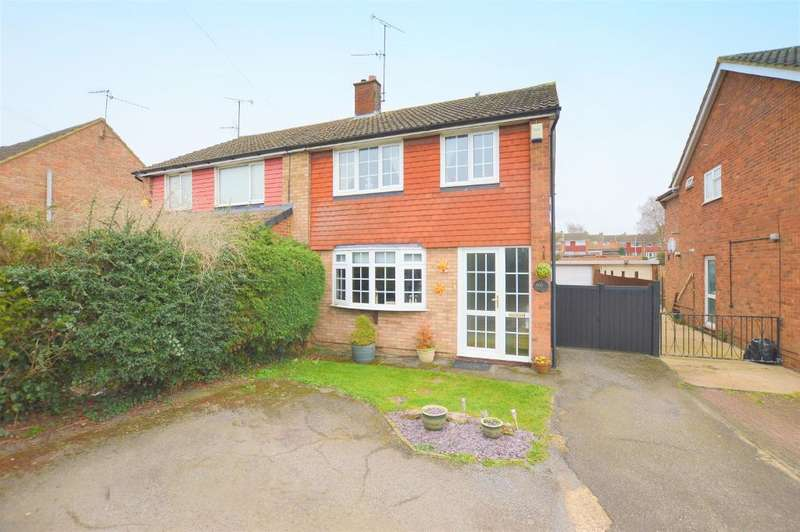 3 Bedrooms Semi Detached House for sale in Icknield Way, Luton, Bedfordshire, LU3 2JL
