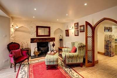 5 Bedrooms Property for sale in Bromham Road, Bedford