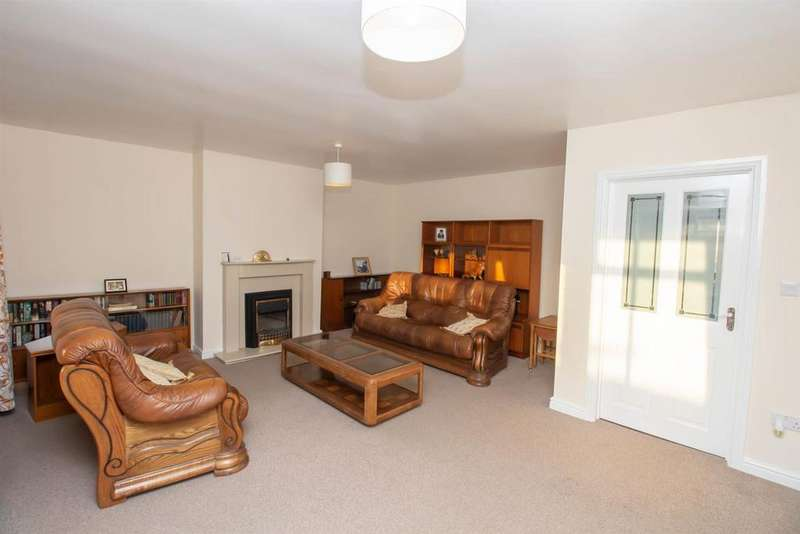 2 Bedrooms Semi Detached Bungalow for sale in Hedworth Lane, Jarrow
