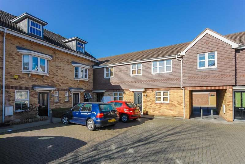2 Bedrooms Flat for sale in Cannon Gate, Slough