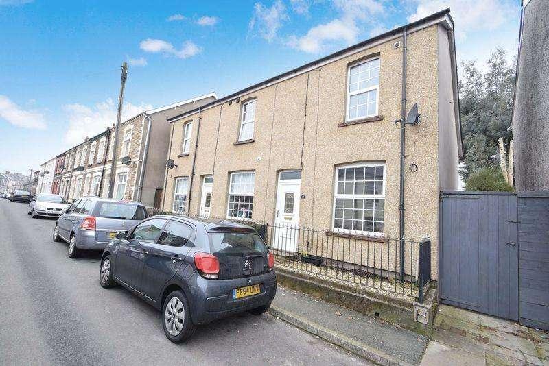 2 Bedrooms Terraced House for sale in Broad Street, PONTYPOOL, Torfaen