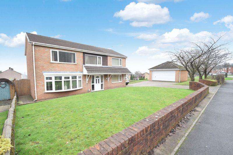4 Bedrooms Detached House for sale in Thornhill Road, Cwmbran