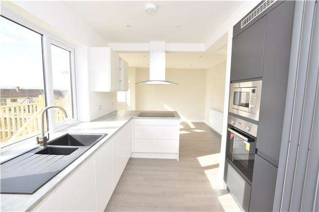 3 Bedrooms End Of Terrace House for sale in Northfield Avenue, Hanham, BS15 3RB