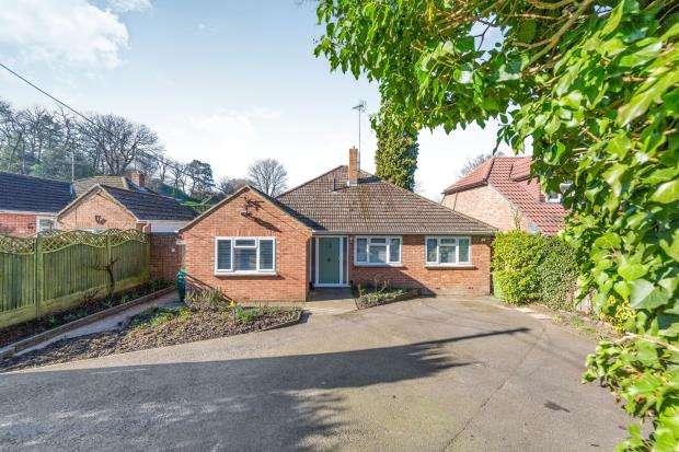 3 Bedrooms Bungalow for sale in Little Sandhurst, Berkshire, School Lane