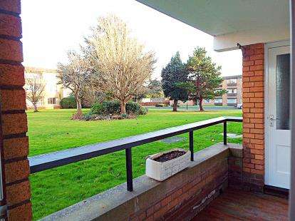 2 Bedrooms Flat for sale in Bowood, Harford Drive, Frenchay, Bristol