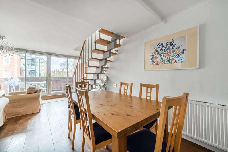 3 Bedrooms Maisonette Flat for sale in Queensway, Queensway, W2