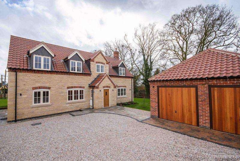 5 Bedrooms Detached House for sale in Far End, Boothby Graffoe, LN5 0LG