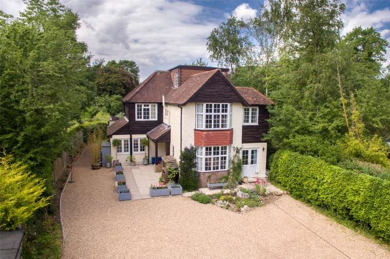 5 Bedrooms Detached House for sale in Langley Road, Chipperfield, Kings Langley, Hertfordshire, WD4