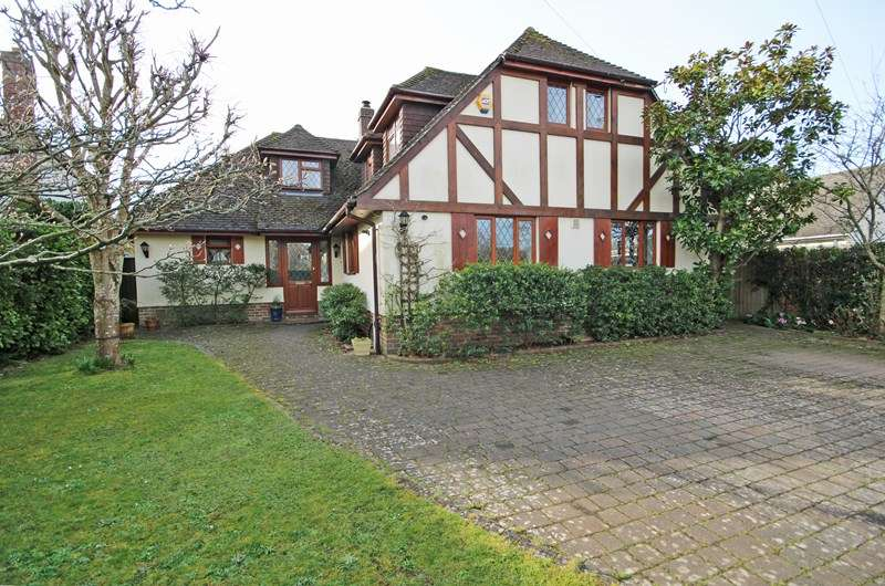 5 Bedrooms Chalet House for sale in Solent Drive, Barton On Sea, New Milton