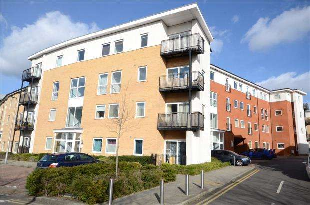 2 Bedrooms Maisonette Flat for sale in Lundy House, Drake Way, Reading