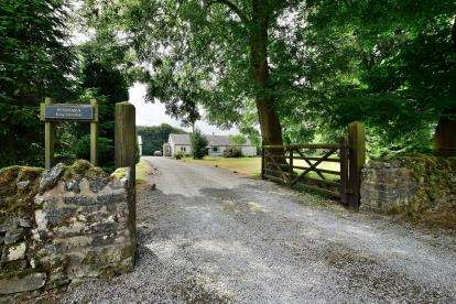 4 Bedrooms Detached House for sale in King Sterndale, Buxton, Derbyshire
