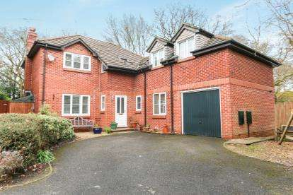6 Bedrooms Detached House for sale in Verwood, Hampshire, .