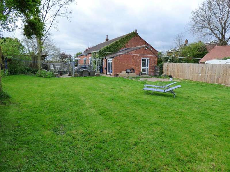 3 Bedrooms Detached Bungalow for sale in East Street, Alford Three Building Plots