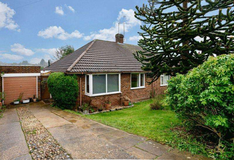 2 Bedrooms Semi Detached Bungalow for sale in Dammersey Close, Markyate