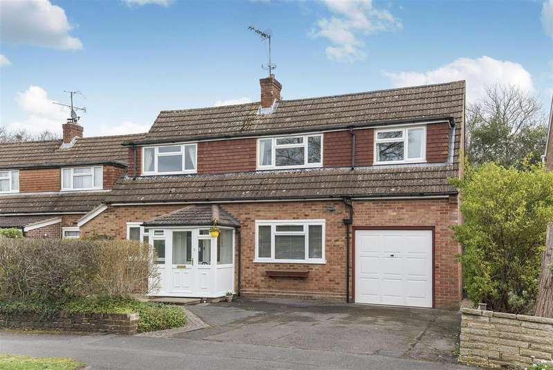 4 Bedrooms Detached House for sale in Lea Croft, Crowthorne, Berkshire RG45 6RJ