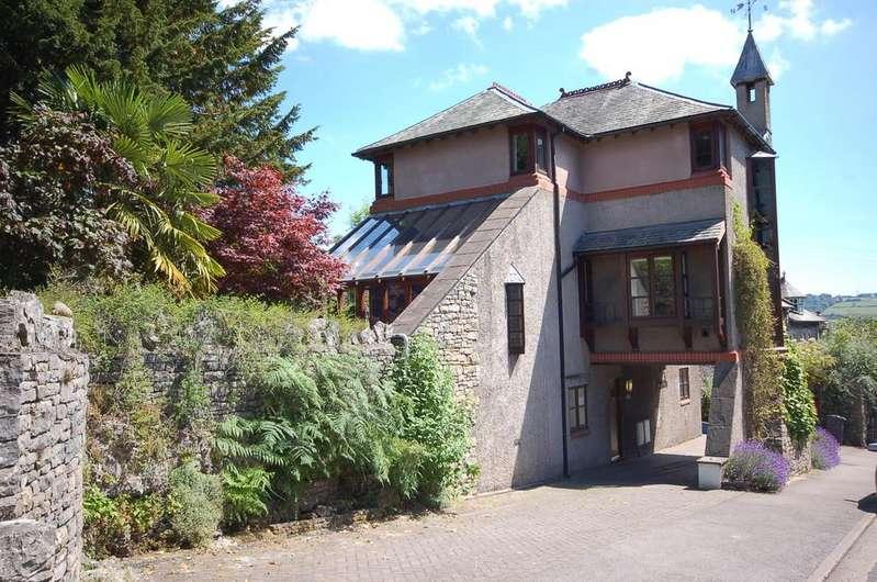 4 Bedrooms Detached House for sale in Hill House, Gillinggate, Kendal, Cumbria, LA9 4JB