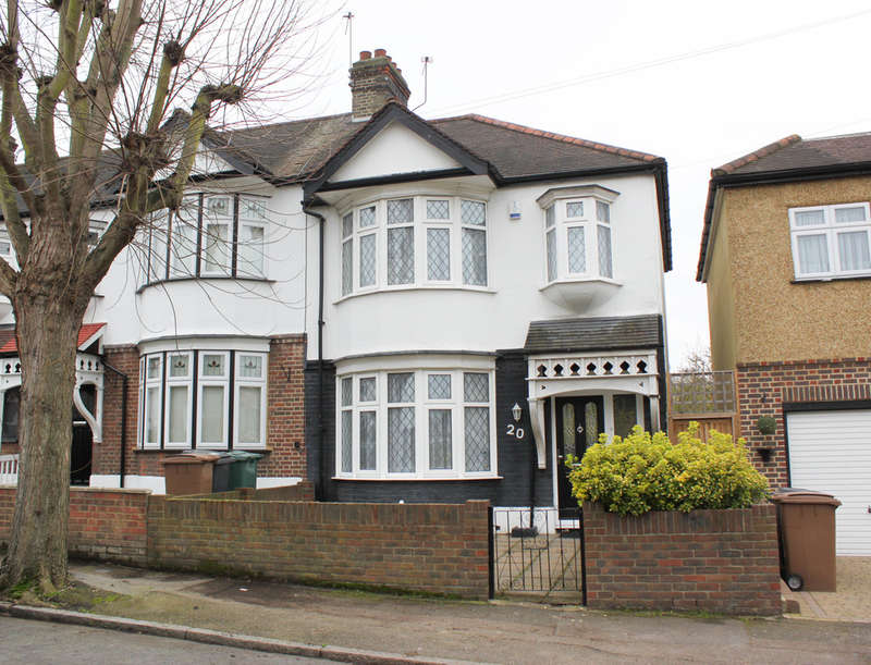 3 Bedrooms End Of Terrace House for sale in Galeborough Avenue, Woodford Green