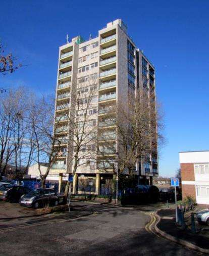 1 Bedroom Flat for sale in Churchill Mansions, Cooper Street, Runcorn, Cheshire, WA7