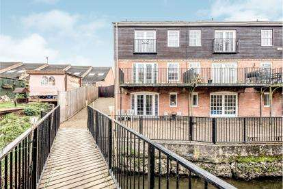 4 Bedrooms End Of Terrace House for sale in Marina Court, Bedford, Bedfordshire, .