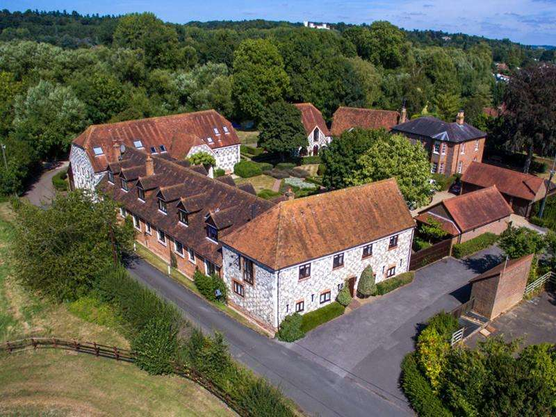 3 Bedrooms Unique Property for sale in Frogmill Court, HURLEY, SL6