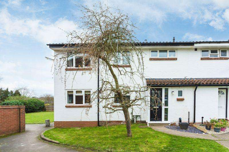 4 Bedrooms Terraced House for sale in Mount Close, Farnham Common, Buckinghamshire SL2