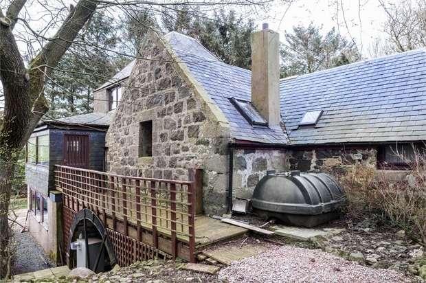 3 Bedrooms Detached House for sale in New Deer, New Deer, Turriff, Aberdeenshire