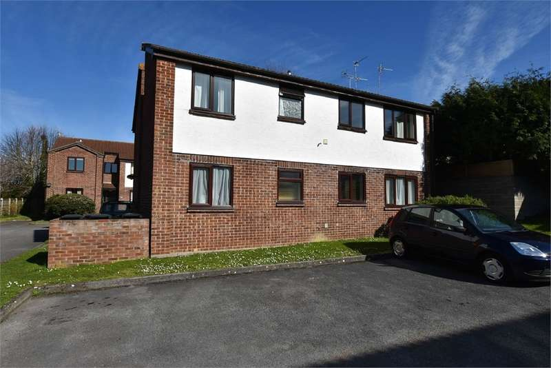 1 Bedroom Flat for sale in Silver Court, Fosse Way, Nailsea, Bristol, North Somerset