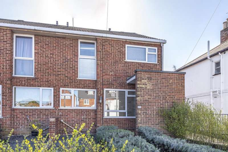 4 Bedrooms House for sale in Barkham Road, Wokingham, RG41