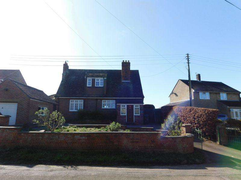 3 Bedrooms Detached House for sale in East Street Drove, Martock