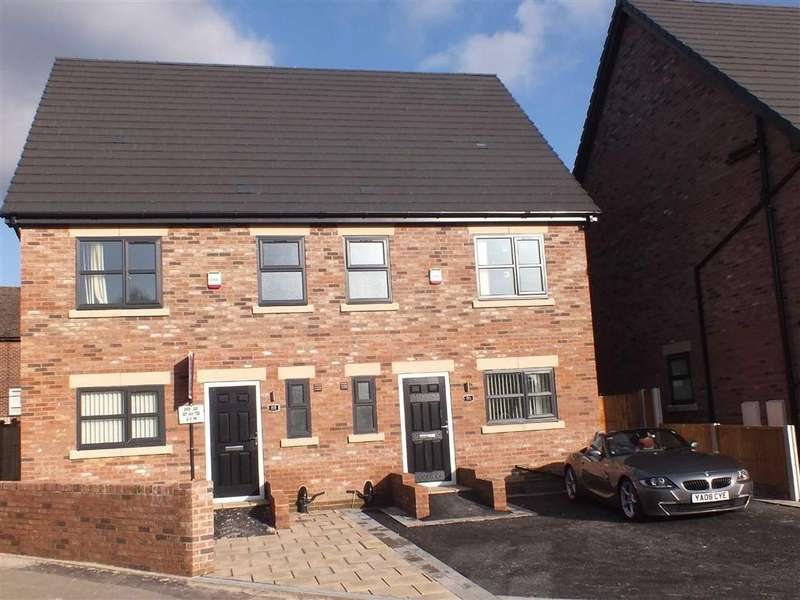 4 Bedrooms Semi Detached House for sale in St Mary's Court, Hyde