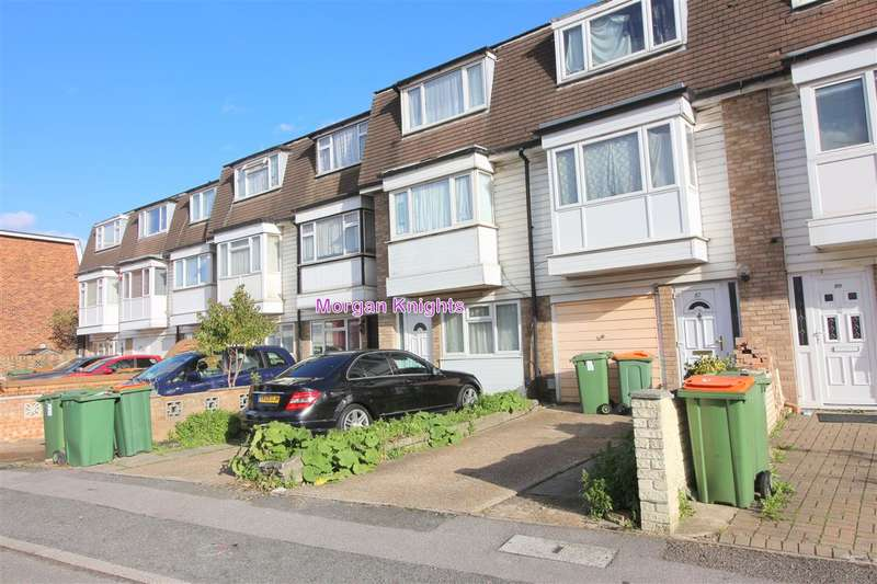 4 Bedrooms Terraced House for sale in Croombs Road, Custom House, E16