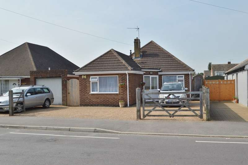 3 Bedrooms Detached Bungalow for sale in Meadfield Road, Langley, SL3