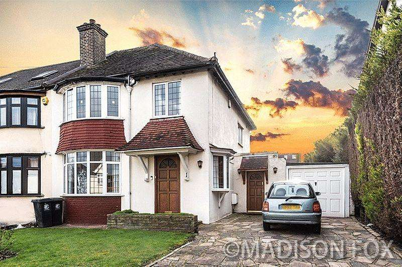 3 Bedrooms Semi Detached House for sale in Grange Crescent, Chigwell