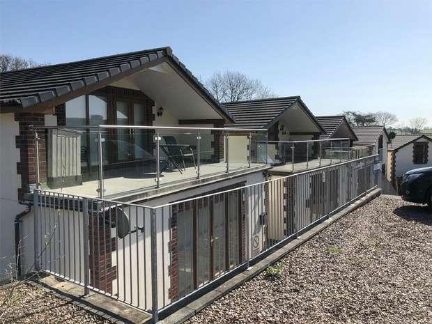 2 Bedrooms Detached House for sale in UMBERLEIGH, Devon