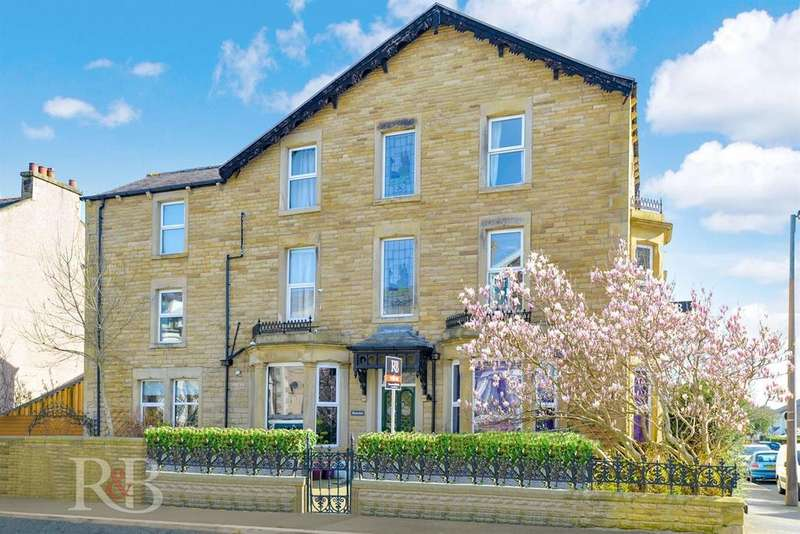 6 Bedrooms Terraced House for sale in Chatsworth Road, Morecambe