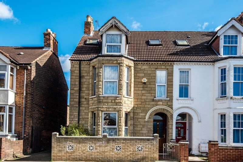 6 Bedrooms Semi Detached House for sale in Spenser Road, Bedford, Bedfordshire, MK40