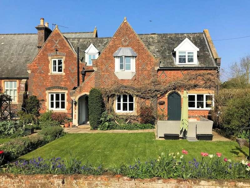 4 Bedrooms Cottage House for sale in Oakley Green Road, Oakley Green, Windsor SL4