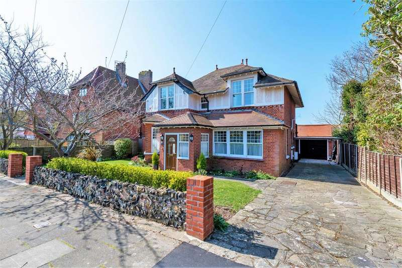 4 Bedrooms Detached House for sale in Third Avenue, Frinton-On-Sea