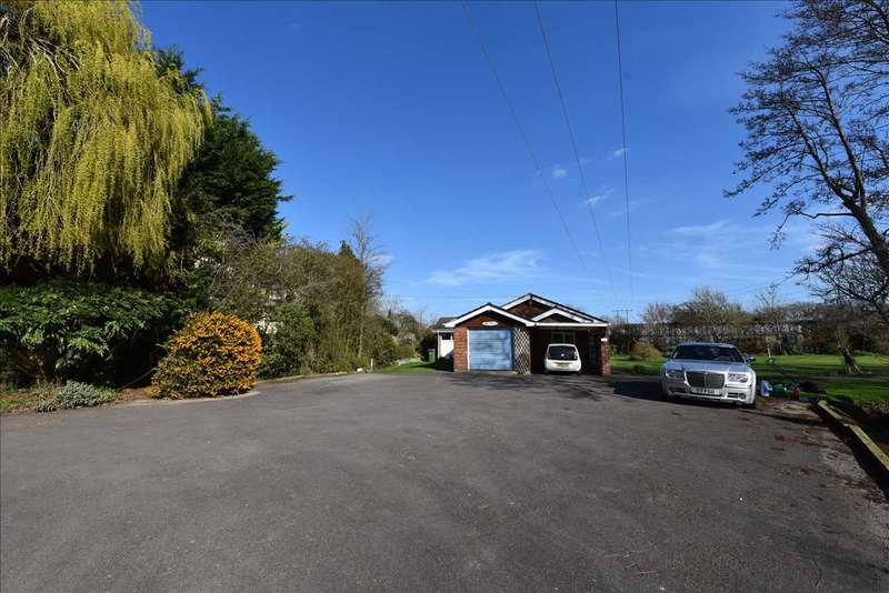 4 Bedrooms Bungalow for sale in Lower Gubbles, Hook Lane, Southampton