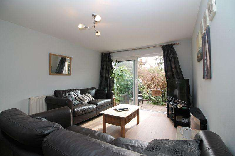 3 Bedrooms Flat for sale in Thorpe Lodge, Cotham Side, Cotham, BS6