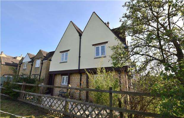 2 Bedrooms Maisonette Flat for sale in Southam Road, Prestbury, CHELTENHAM, Gloucestershire, GL52 3NQ