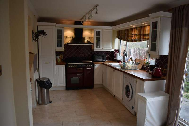 3 Bedrooms Semi Detached House for rent in Slough, SL1